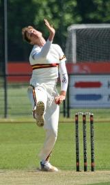 Freddie Klaassen bowling