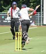 Sharn Gomes scores over leg