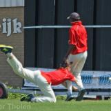 Thijs Dickmann hurts his shoulder by this fielding action