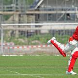 Alexander de Graaff clips to leg