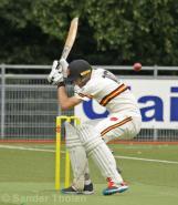 Schoonheim ducks into the ball