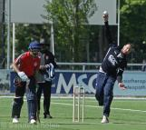 Geert-Maarten Mol bowling for Quick