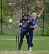 Philippe Boissevain bowling in difficult circumstances