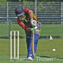 Abhinav Bali plays to leg