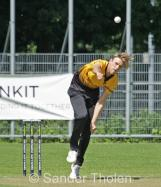 Rens van Troost bowling for Excelsior