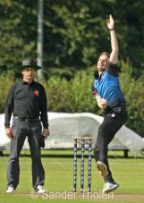 Quirijn Gunning bowling for VRA