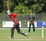 Edwards helps a wide to the boundary