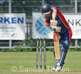 Heggelman finds De Lange's stumps