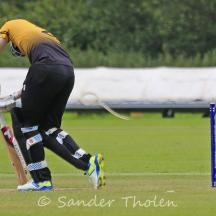 Rens Heinsbroek is bowled by Gunning