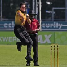 Niels Etman bowling