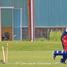 Remco van der Giessen is bowled by Hoornweg